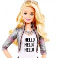 La poupée Hello Barbie fait déjà parler d'elle et pas dans le bon sens du terme. En cause : la technologie intégrée dans ce petit bout de plastique qui lui permettrait d'enregistrer tout les sons environnants de manière à mieux répondre à son propriétaire...