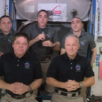 Une cérémonie qui permettait de souhaiter un bon vol au binôme Crew Dragon 2...