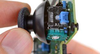 DualSense : les causes de l'effet-drift décortiquées par iFixit… les mécanismes des joysticks amortissent intégralement la manette au bout de 209 jours ! (A l'intérieur…)